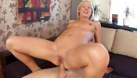 Teen strumpet kneeling for pleasuring the dingus
